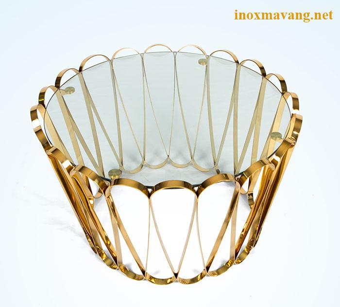 Chân bàn trà inox mạ vàng với thiết kế mang cảm hứng từ hoa cúc